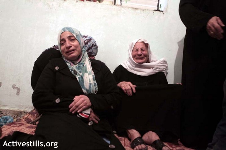 Palestinian women relatives of Matar Abu Al-Atta, killed the day before by an Israeli military attack, mourn during his funeral in the al-Shoja'iya neighborhood east of Gaza City , November 11, 2012. (photo by: Anne Paq/Activestills.org)