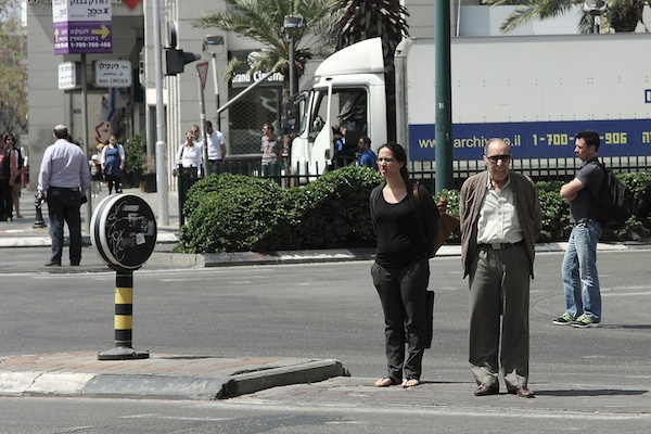 Israelis stand at attention during siren for Holocaust Memorial Day (Photo: Yossi Gurvitz)