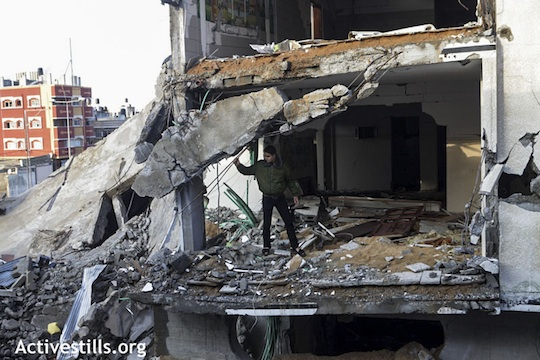Ruins of a Palestinian home in the Az-Zaitoun neighborhood of Gaza city, destroyed during an Israeli airstrike, November 23, 2012. (Photo by: Anne Paq/Activestills.org)