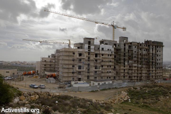 Settlement construction in Gilo, January 21, 2010. (Photo: Activestills.org)