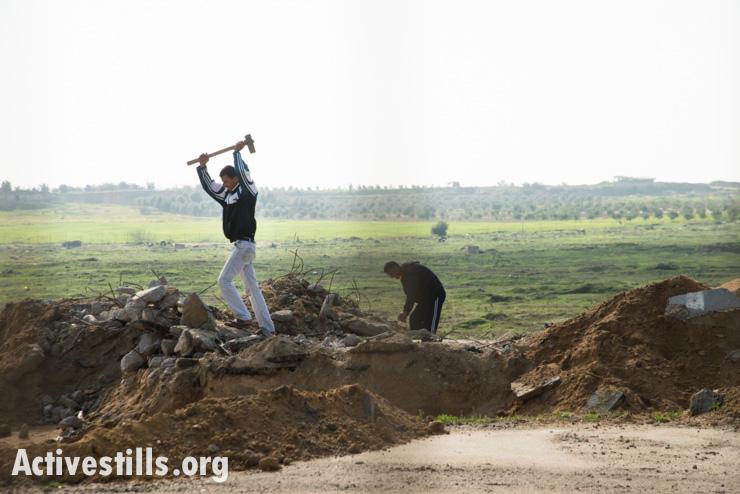 Palestinian workers salvage building materials near Erez Crossing at the northern border between Gaza and Israel, Beit Hanoun, February 18, 2014. (photo: Ryan Rodrick Beiler/Activestills.org)