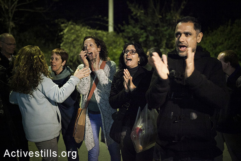 Kiryat Tivon residents sing Israeli songs during a counter-protest against an award ceremony for Sapir Tivon orgenized by KM Michael Ben-Ari and his followers, Kiryat Tivon, Israel, February 9, 2014. (Activestills.org)