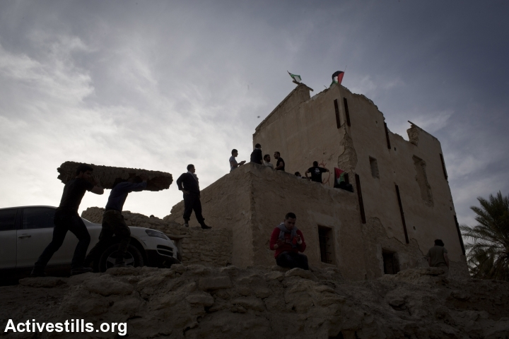 Palestinian activists prepare for the night in Ein Hijleh protest village, in the Jordan Valley, West Bank January 31, 2014.