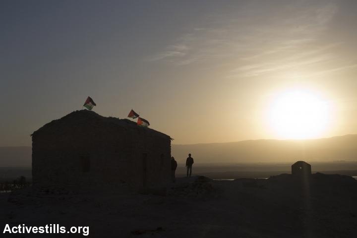 Sunrise at Ein Hijleh protest village, in the Jordan Valley, West Bank, January 31, 2014. (Activestills.org)