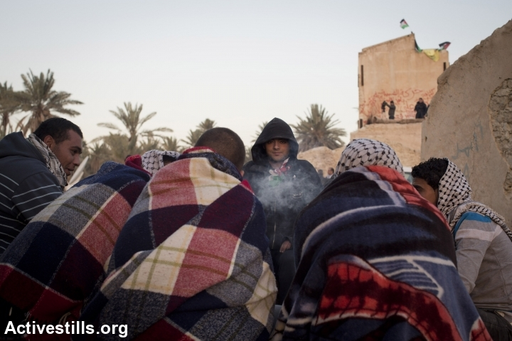 Palestinian activists share morning coffee at Ein Hijleh protest village, in the Jordan Valley, West Bank, January 31, 2014. (Activestills.org)