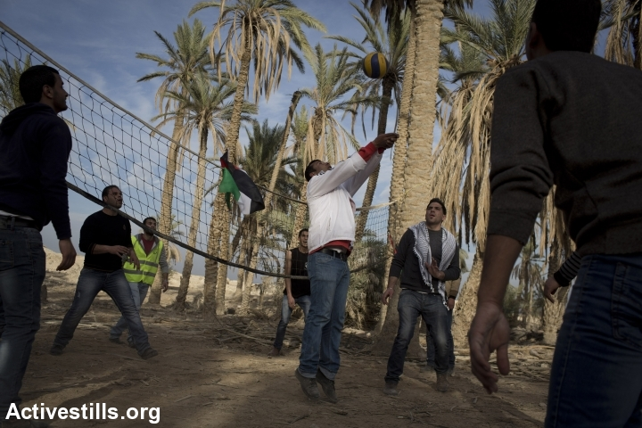Palestinian activist plays in Ein Hijleh protest village, in the Jordan Valley, West Bank, January 31, 2014.(Activestills.org)