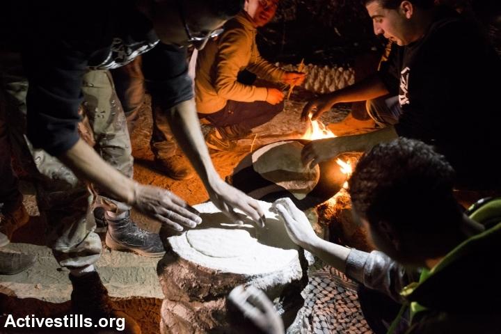 Palestinian activists prepare food at Ein Hijleh protest village, in the Jordan Valley, West Bank, January 31, 2014. (Activestills.org)