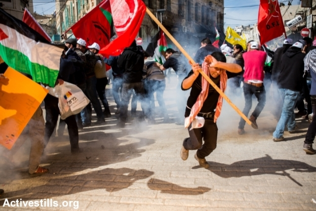 Demonstrators scattering as stun and tear gas grenades are fired into the crowd (Yotam Ronen / Activestills)