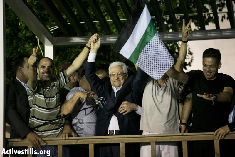 Palestinian President Mahmoud Abbas delivers a speech to released Palestinian prisoners, at his headquarters in the West Bank city of Ramallah, August 14. (Activestills.org)