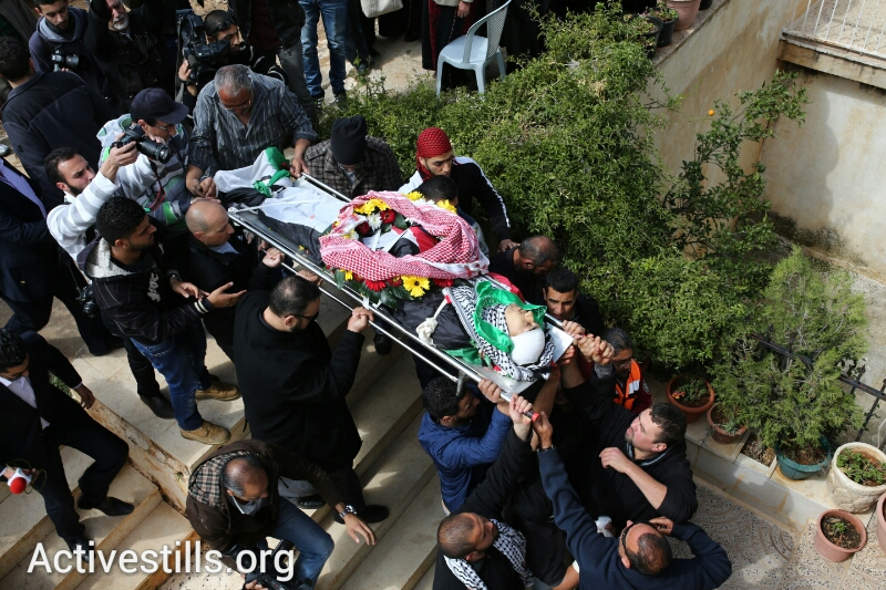 The funeral of Saji Sayel Darwish, killed yesterday by the Israeli army forces, March 11, 2014. (Yotam Ronen/Activestills.org)