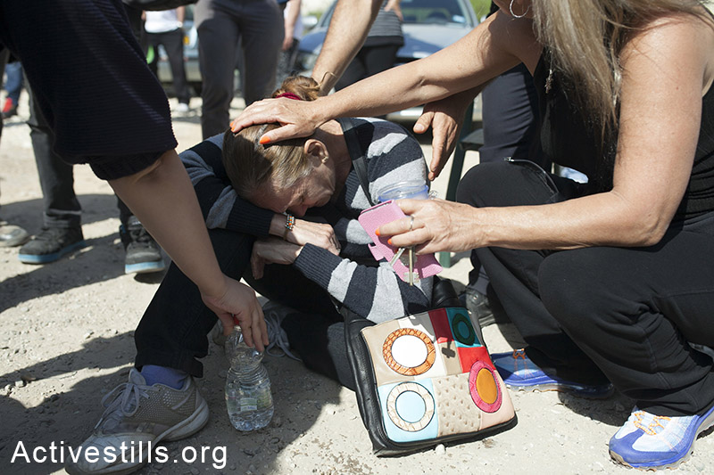 Rivka Chilovsky, resident of Givat Amal collapses after police officers enter to her house to connivence her to evacuate, Tel Aviv, March 27, 2014.