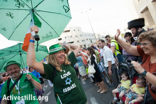 Christian Zionists march in Jerusalem, Octover 4, 2012. (Photo by Ryan Rodrick Beiler/Activestills.org)