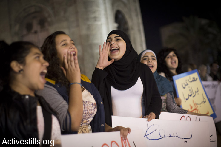 Palestinians citizens of Israel shout slogans during a protest against the Prawer-Begin Plan, Jaffa, November 21, 2013.