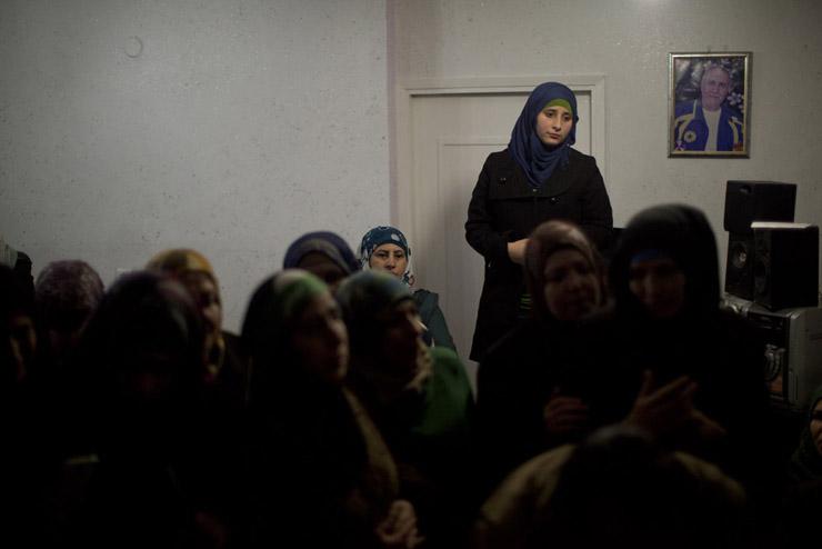 Family and friends of the Dahadgni family celebrate the release of Abu Naser Dahadgni in shuafat refugee camp, East Jerusalem , 31 December, 2013. (Activestills.org)