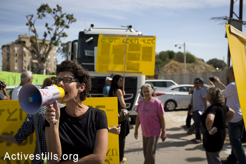 Local residents and activists protest against planed eviction of houses in the Gival Amal neighborhood in Tel Aviv, April 23, 2014. The main road leading to the neighborhood was blocked after six houses received eviction orders, starting April 23 due until May 12th, 2014. According to the plan, 130 families living in the area since 1948, will be evicted without proper compensation. (Activestills.org)