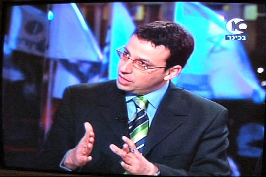 Raviv Drucker reporting from Tel Aviv's Rabin Square on Israel's Channel 10 (screenshot by Lisa Goldman, 2010)