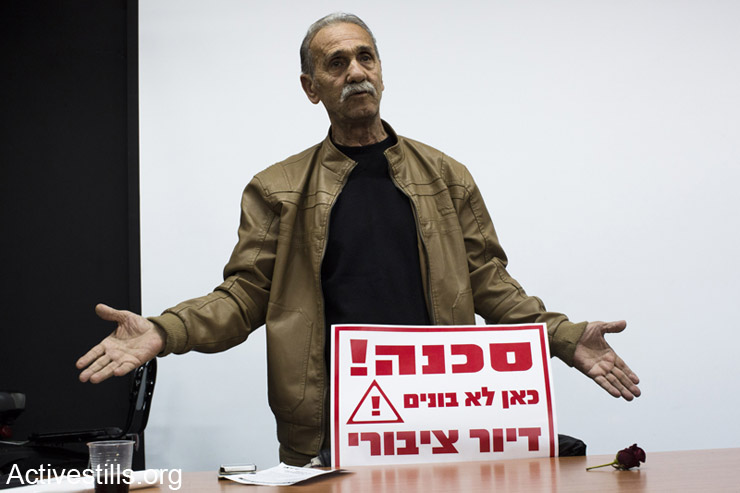 Reuven Abergel, co-founder of the Black Panthers Movement in Israel, speaks at the general assembly on public housing in Israel. Tel Aviv, March 31, 2014. (photo: Activestills.org)