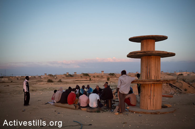African asylum seekers jailed in the Holot detention center meet with Israeli activists, as they gather outside the facility, in the Negev Desert, May 11, 2014. (Activestills.org)