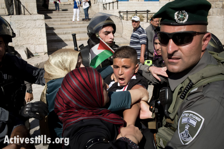 Israeli border policemen detain a Palestinian youth during a protest commemorating the Nakba at Damascus gate, outside Jerusalem's old city, May 15, 2014.