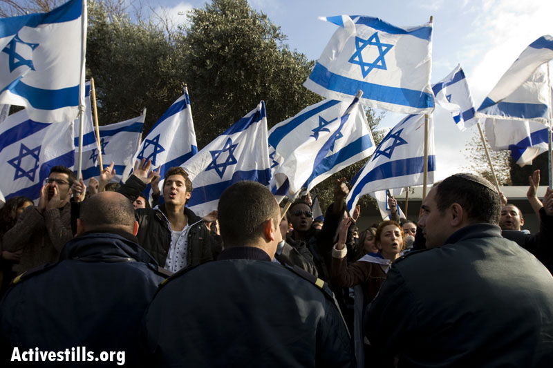 Right-wing students demonstrate in support Operation Cast Lead at Hebrew University, Dec. 29, 2008. (photo: Activestills.org)