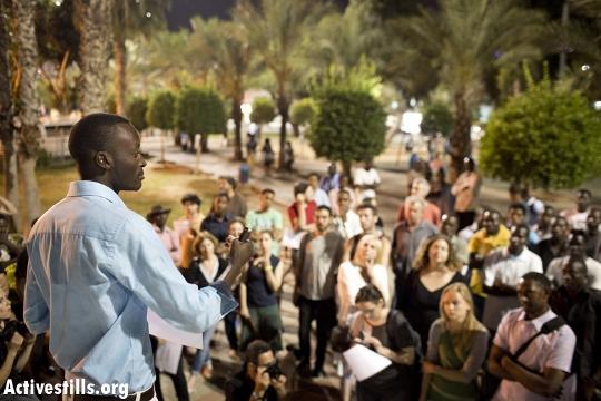 African asylum seeker protest leader Mutasim Ali speaks at his support event in Levinsky Park. (photo: Oren ZIv/Activestills.org)
