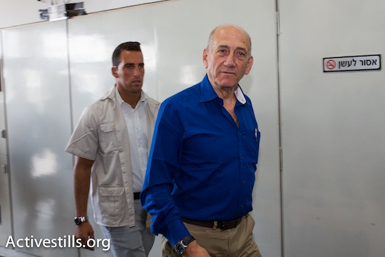 Ehud Olmert in the Tel Aviv District Court on the day of his sentencing. (photo: Activestills.org)