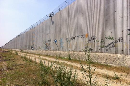 The wall seen from Qalqilya (Photo by Yuval Ben-Ami)