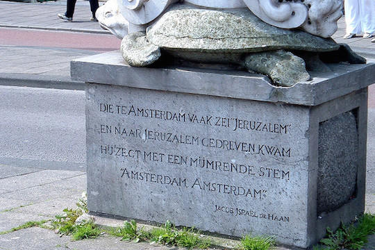 The monument to Jacob Israel de Haan in Amsterdam. (Photo: Lukas Koster/CC)
