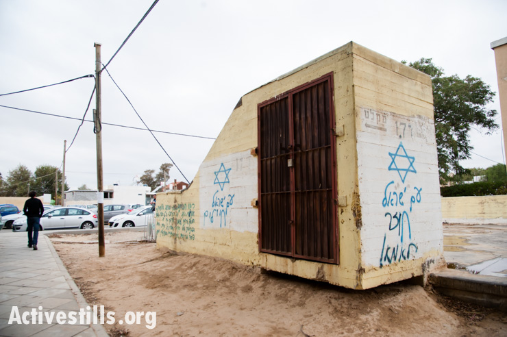 A bomb shelter is covered with graffiti in a Be'er Sheva neighborhood, Israel, December 10, 2013.