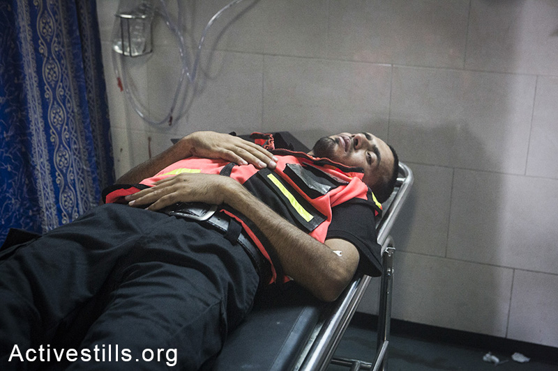 A Medic's body lay at the Al-Shifa hospital, July 20, 2014. (Anne Paq/Activestills.org)