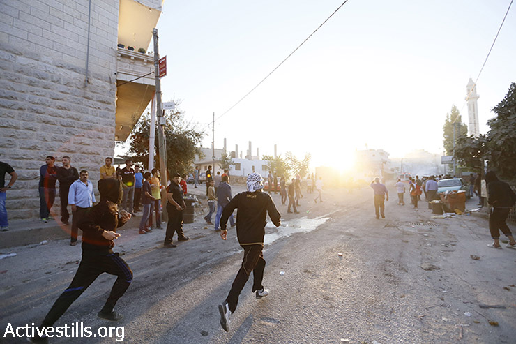 Clashes between Palestinian youths and Israeli soldiers following the killing of Mahmoud Hamamreh, July 22, 2014. (Mustafa Bader/Activestills.org)