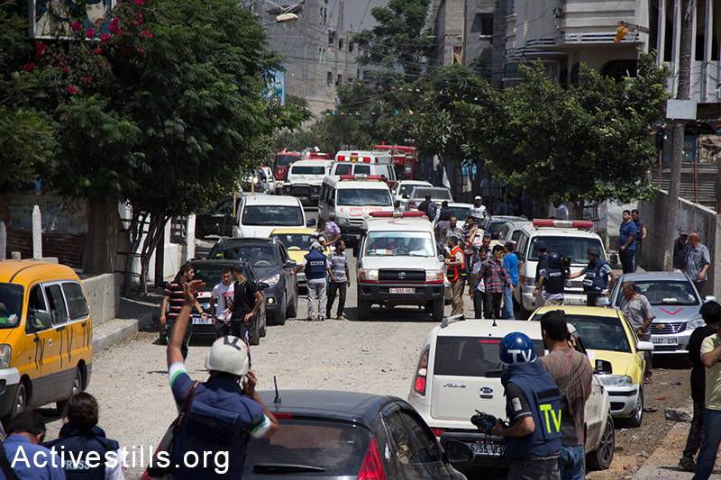 Ambulances, care and civilians fleeing seen at the Shejaiya area after Israeli tanks invaded the area, bombarding it heavily, causing over 60 casualties and hundreds wounded, July 20, 2014.  (Basel Yazouri/Activestills.org)