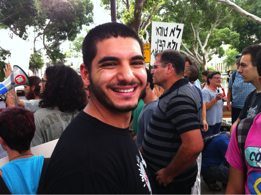 Omar Saad, a few months after his own release, lending support to Udi Segal.