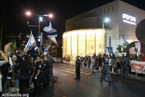 Israeli anti-war activists (right) and nationalist right-wing counter-protesters at a demonstration against the current military operation in Gaza, July 12, 2014. (Photo: Oren Ziv/Activestills.org)