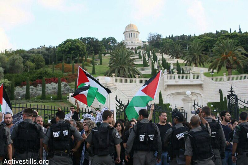 Palestinian protesters demonstrate in front of Haifa's Baha'i Gardens against Operation Protective Edge. (photo: Activestills)