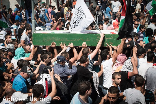 Palestinians carry the body of Muhammed Abu Khdeir through the streets of Shuafat. (photo: Oren Ziv/Activestills.org)