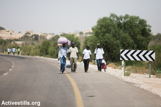 African asylum seekers walking towards the March For Freedom camp, Negev Desert, June 28, 2014. (Photo by Yotam Ronen/Activestills.org)