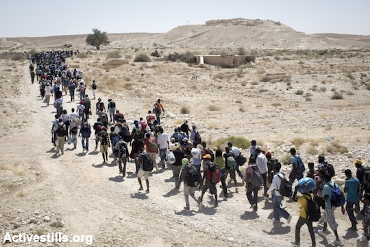 African asylum seekers march from the Holot detention center, where they were jailed, to the Israeli Egyptian border, June 27, 2014. (Photo by Oren Ziv/Activestills.org)