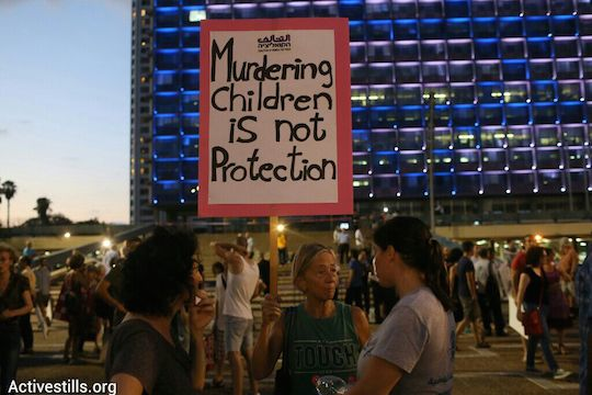 Protesters gather in Tel Aviv's Rabin Squre to demonstrate against the Gaza war. (photo: Activestills.org)