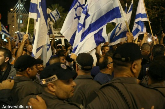 Police stand between the anti-war demonstration and rightist counter-protesters, Tel Aviv, July 26, 2014. (photo: Activestills.org)