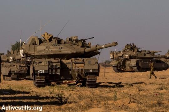 Israeli tanks on the border with Gaza. (photo: Activestills)