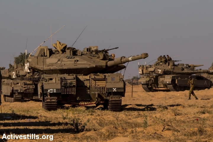 Israeli tanks on the border with Gaza. (photo: Activestills)