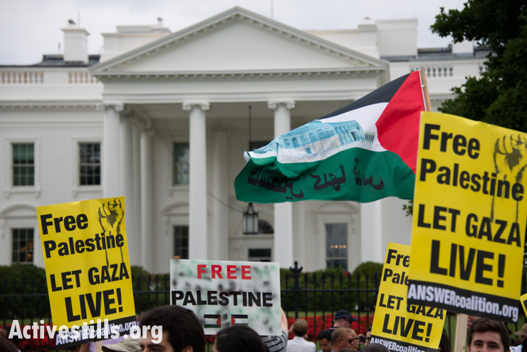 Some 10,000 demonstrators march on the White House in Washington, D.C., to protest Israel's offensive in Gaza, August 2, 2014. So far, Israeli attacks have killed at least 1,622 Palestinians, the majority of them civilians, including 326 children. (Activestills.org)