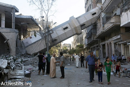 The Al-Susi Mosque lies in ruins in Shati' Refugee Camp following Israeli attacks, Gaza City, August 2, 2014. (Anne Paq/Activestills.org)