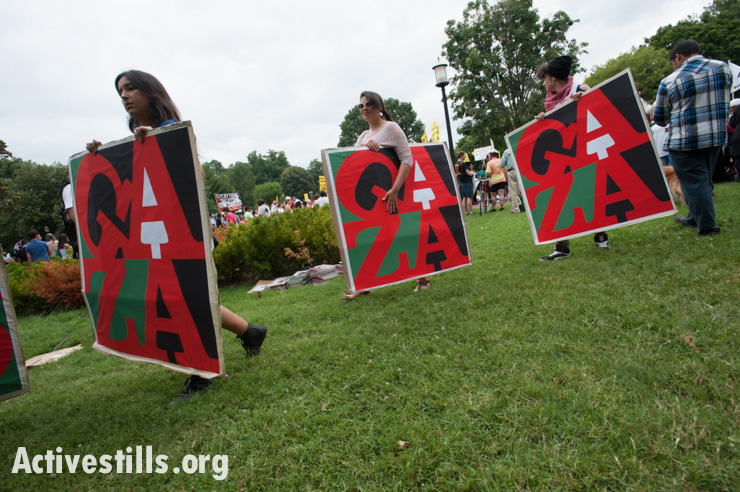 Young protesters carry signs in support of Gaza as thousands march in Washington, D.C., to protest Israel's offensive, August 2, 2014. So far, Israeli attacks have killed at least 1,622 Palestinians, the majority of them civilians, including 326 children. (Activestills.org)
