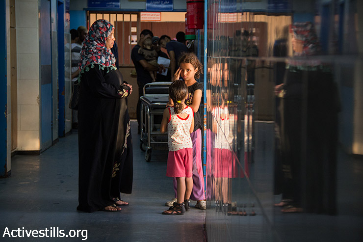 Al-Shifa Hospital, August 9, 2014. According to the Palestinian Ministry of Health (as to August 10), 9,986 Palestinians, including 3,009 children and 359 elderly, have been injured. Death toll in Gaza reached 1,965 Palestinians, including 1,417 civilians, of whom 458 are children and 238 are women. (Basel Yazouri/Activestills.org)