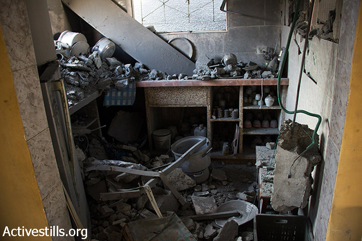 The Abu Odeh family's destroyed kitchen, August 12, 2014. (Basel Yazouri/Activestills.org)