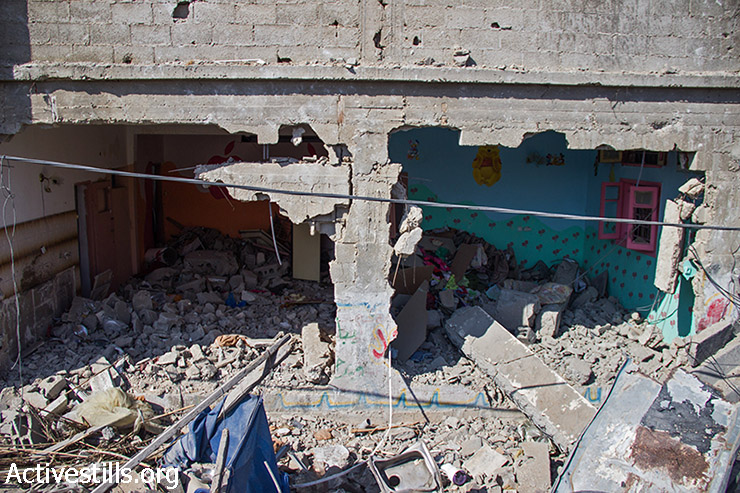 The back of the Abu Odeh house, where two rooms on the ground floor were destroyed. August 12, 2014. (Basel Yazouri/Activestills.org)