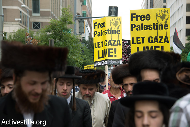 Anti-zionist ultra-orthodox Jews join thousands for a march in Washington, D.C. to protest against U.S. support for Israel's offensive in Gaza, August 2, 2014. (Ryan Rodrick Beiler/Activestills.org)