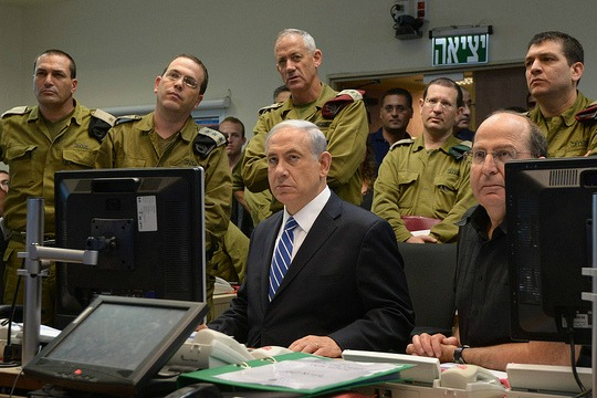 Prime Minister Benjamin Netanyahu, Defense Minister Moshe Ya'alon and Chief of General Staff Benny Gantz at the Defense Ministry. (photo: Haim Zach / GPO)